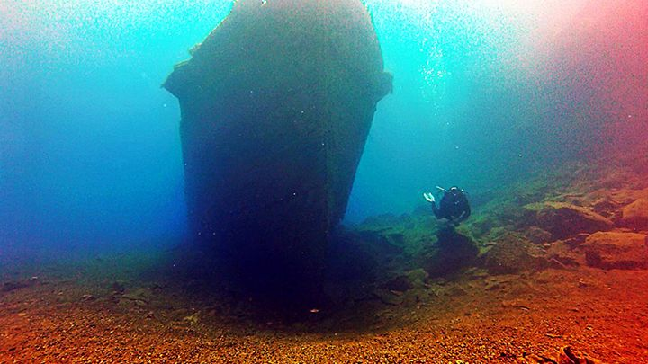 Santorini deep water shipwreck exploation