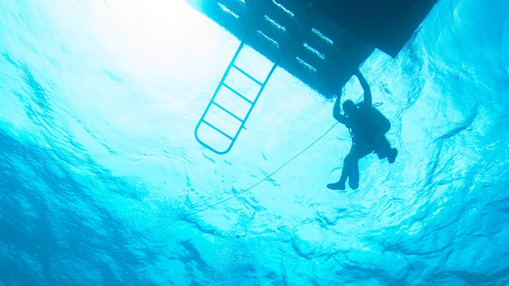 padi rescue diver course EFR Navys waterworld
