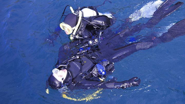 padi rescue diver course - Navys waterworld