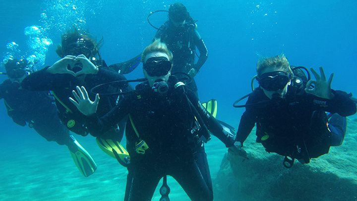 Santorini Navys waterworld padi open water diver scuba certification