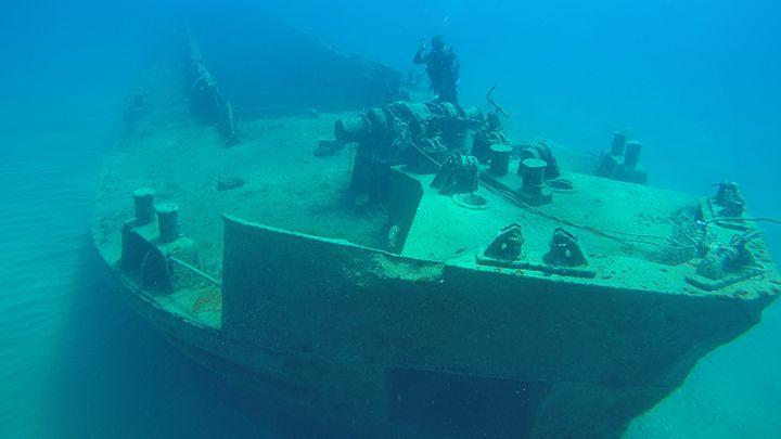 Santorini shipwreck scuba diving exploration