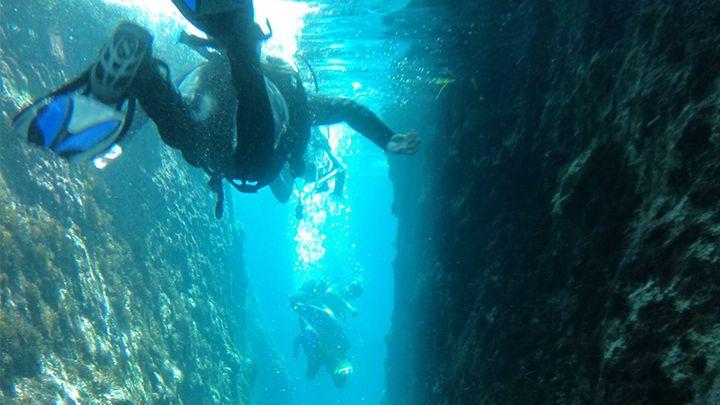 Scuba divers Navys santorini excursions divespots