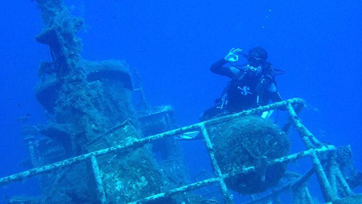 shipwreck santorini excursions divespots