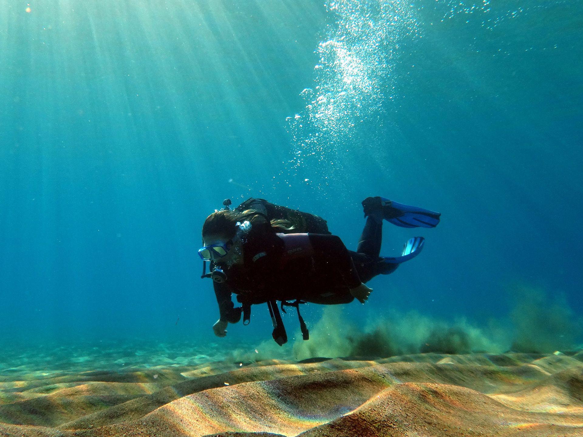 Santorini scuba diver padi scuba certification