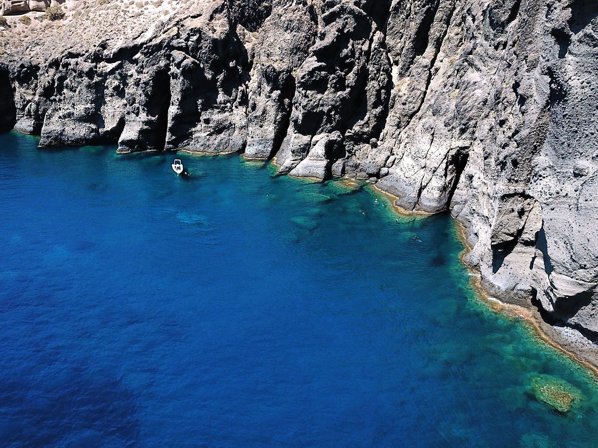 cliffs santorini boat tours